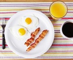 Нужно ли беременным женщинам есть больше свинины и яиц?