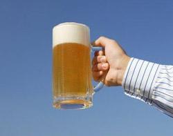 Регулярное потребление ликера и пива способствует развитию рака