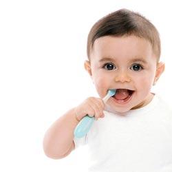 Как правильно чистить зубы малышу