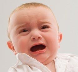 Колики у малыша: причины и лечение