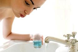Жидкость для полоскания рта устраняет запах изо рта... и вызывает рак?