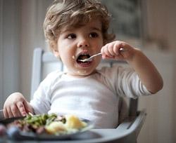 Предотвратить ожирение у детей можно с помощью меньших тарелок
