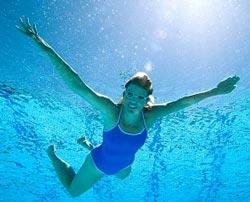 Плавание в бассейне может вызвать облысение